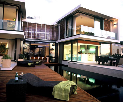 Accommodation 10 tips when travelling to cape town mr for Best houses in south africa pictures