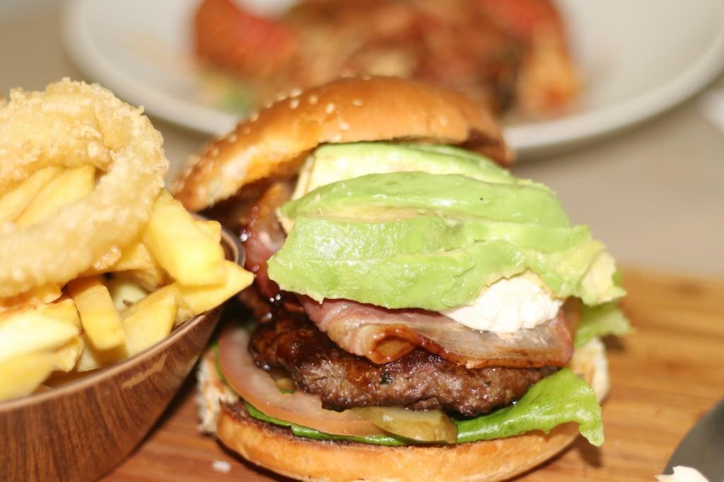 Burger_Avo